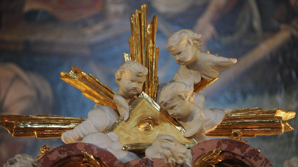 Engelgruppe über dem Hochaltar