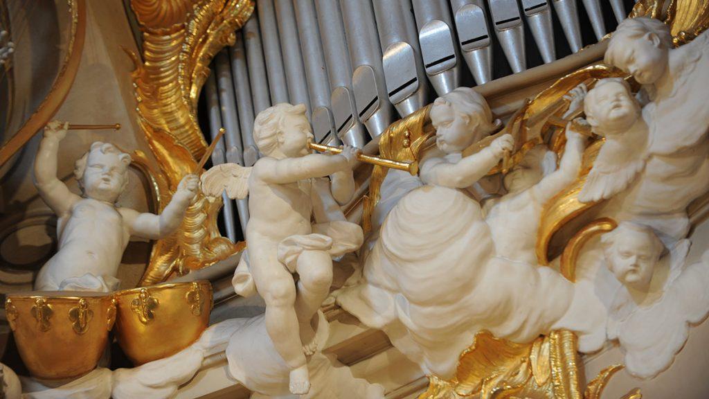 Orgelprospekt der rechten Altarnische